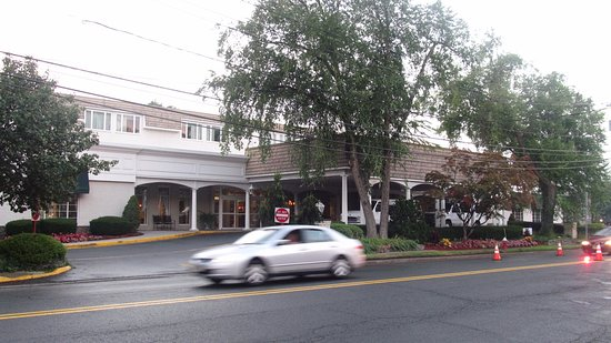 Tenafly, NJ: Entrance of Clinton Inn Hotel