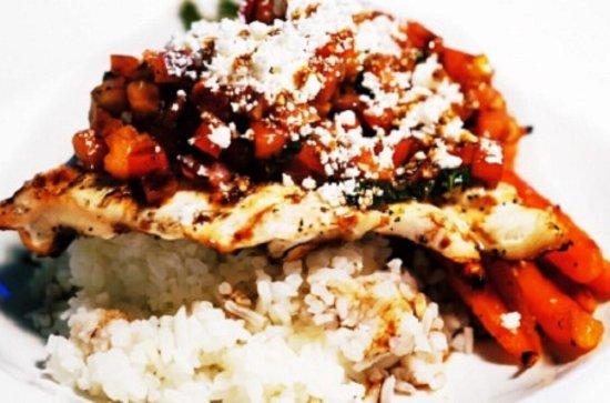 Surrey, Canadá: La Pizzette Grilled Cheese, Thai Coconut Chicken Curry Soup, Bruschetta Chicken, & Beeramisu – T