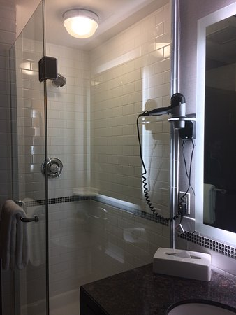 St. Catharines, Canada: 1 bedroom double suite on 6th floor