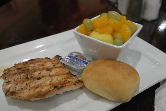 6oz Chicken Breast Fruit Cup Skipped The Bread Picture Of Fiddlestiks Food Spirts Company Hannibal Tripadvisor