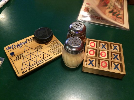 East Grand Forks, MN: Games to pass your table time at Mike's