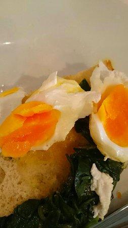 Takanini, Nya Zeeland: Poached eggs for eggs bene