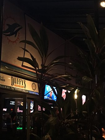 Duffy's Sports Grill: A wonderful place to enjoy the night!