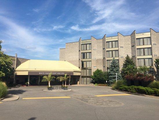 White Oaks Conference Resort & Spa: Hotel Entrance