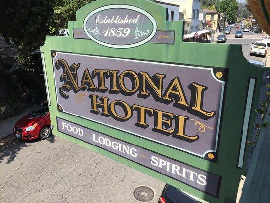 เจมส์ทาวน์, แคลิฟอร์เนีย: View of the sign from the balcony, that you could enjoy a drink on and down on the town.