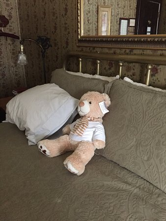 Jamestown, Californie : Teddy kept me company as I was traveling alone. Loved the cute bear.