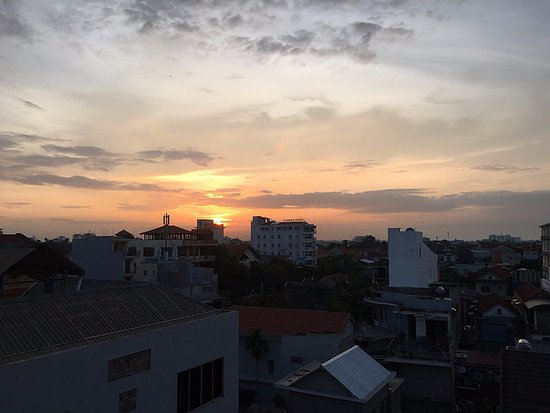 Holiday Diamond Hotel: Hue sunrise.
