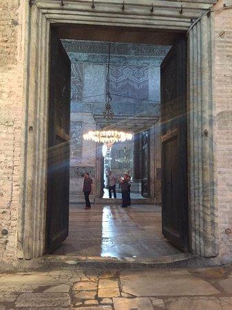 متحف/كنيسة آيا صوفيا (آيا صوفيا): entrance