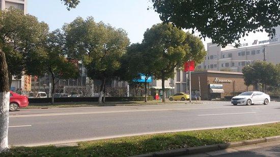 Jinjiang Inn (Shanghai Zhangjiang): View from across the road