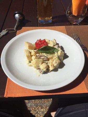 Lanslevillard, Francja: Salade de Pomme de terre.