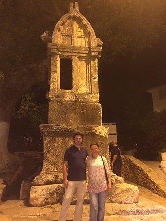 Lions Tomb: Aslanlı Lahit