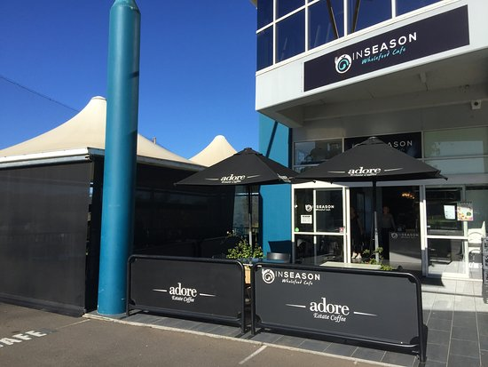 Dural, Australien: Both inside the cafe and the covered outdoor area have a great ambience
