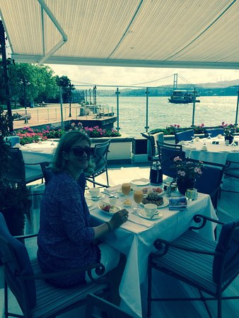 Four Seasons Istanbul at the Bosphorus: Im Four Seasons kümmert man sich rührend die Gäste - Siehe Bild 3