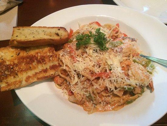 Finnegan's Pub & Grill : My seafood pasta