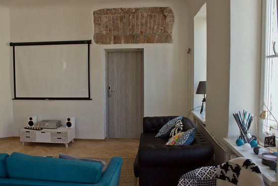 Chillout Hostel: TV area