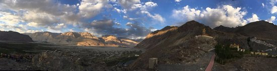 Nubra Valley, Hindistan: Panoramic view of the Diskett