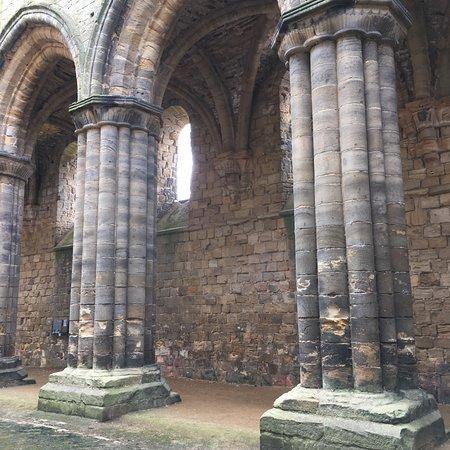 Kirkstall Abbey : Kolumny