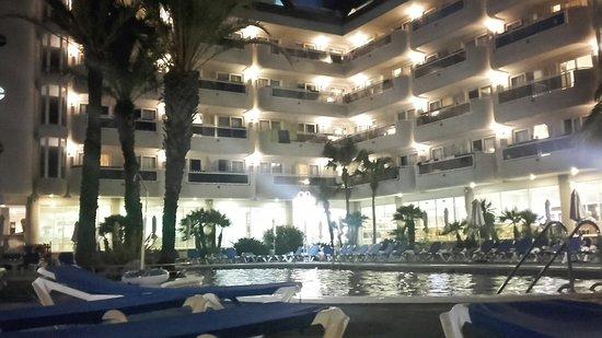 Hotel Caprici: 20160721_220135_LLS_large.jpg