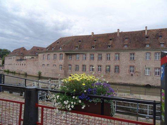 L 39 e n a vu de la petite france picture of centre ville for Piscine de strasbourg
