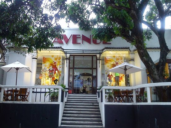 Avenue Clothing Store