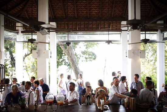 Belmond Napasai: Bangkok Bar - pre-wedding cocktails