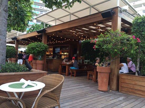 The Modern Honolulu: Pool Bar Area