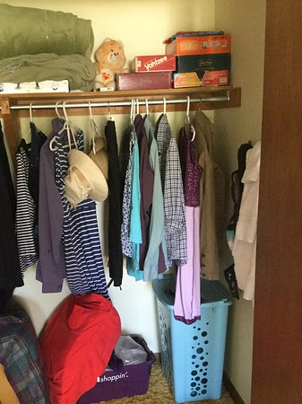 Morrisburg, Canadá: Move Into The Closet and Stay!