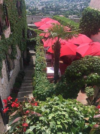 Le Saint Paul: terrace
