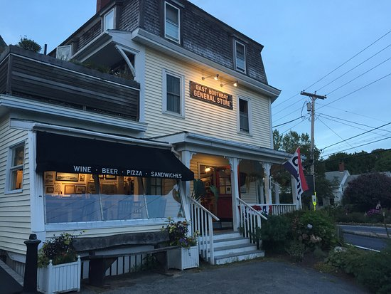 East Boothbay, ME: Open into the evening for a quick dinner