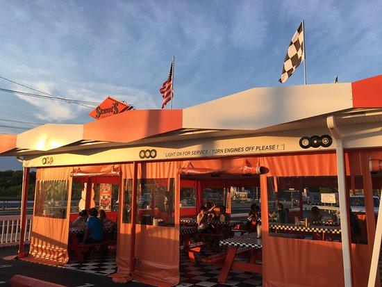 Tuckerton, Νιού Τζέρσεϊ: Stewart's front patio