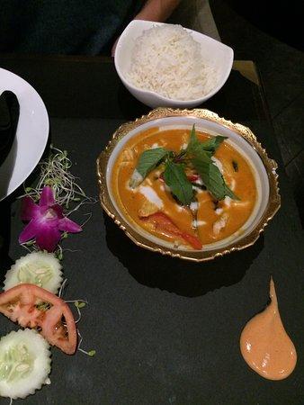 Noi Thai Cuisine: red thai curry