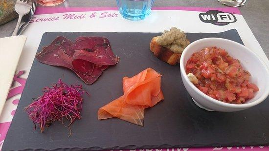 Abries, France: Plats et desserts...
