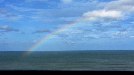 BEST WESTERN New Smyrna Beach Hotel & Suites: Beautiful rainbow right outside our room on our last day