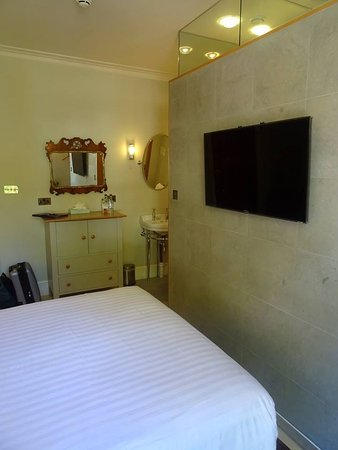 Southernhay House Hotel: En-suite wall