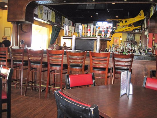 Cheboygan, MI: big roomy bar