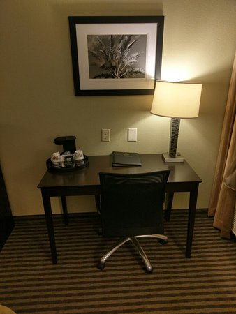 Best Western Plus Mishawaka Inn: Room 200