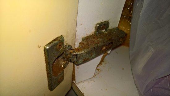 Apartamentos Novelty: Other door of cabinet in kitchen