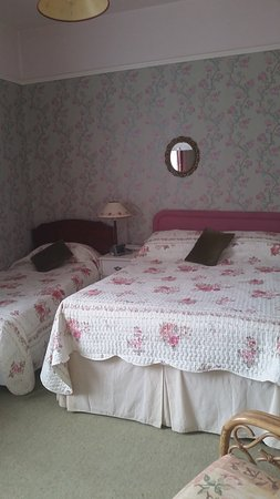 Stoke Canon, UK : Pink room -shared bathroom