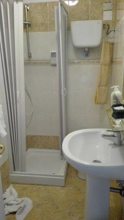 Hotel Cavalieri: doccia per nani