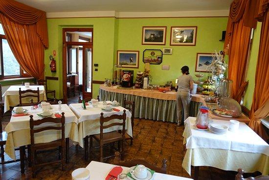 Paesana, Italia: Der Frühstücksraum
