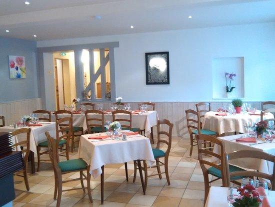 Margon, Francia: salle entrée nouvelle décoration