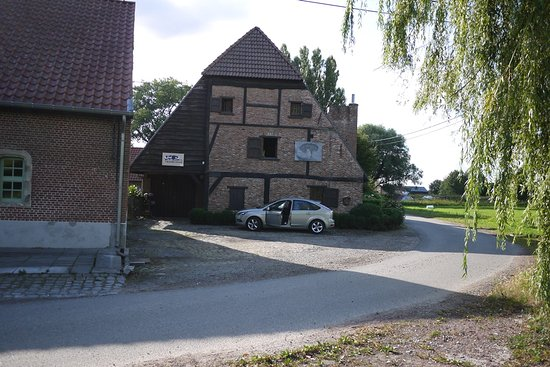B&B 't Blauwe Schaap: the place where the car is , on the corner, the only area of land belonging to the hotel