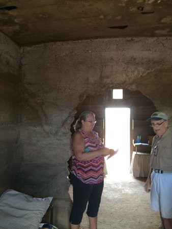 Pearce, Αριζόνα: A great historical place. The doors r double steel plates n heavy. You can see the inner wall ma