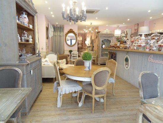Int rieur du salon de th picture of delice cake narbonne tripadvisor - Interieur salon ...