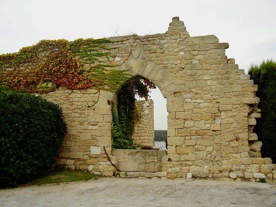 Fos-Sur-Mer, França: Dietro la chiesa