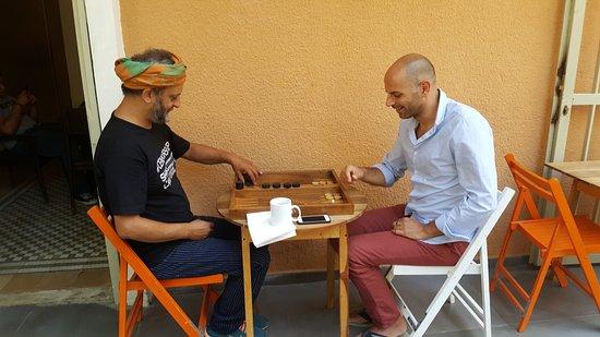 The Grand Meshmosh Hotel: Michel playing backgammon :)