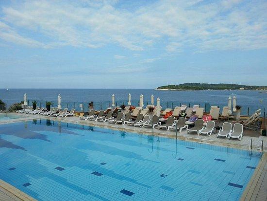 Splendid Golden Rocks Resort: IMG-20160821-WA0011_large.jpg