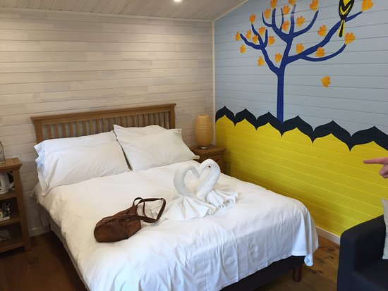 gir lion lodge accommodation at zsl london zoo picture. Black Bedroom Furniture Sets. Home Design Ideas