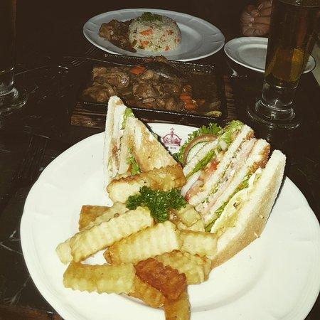 Royal Bar & Hotel Restaurant: IMG_20160904_215529_large.jpg
