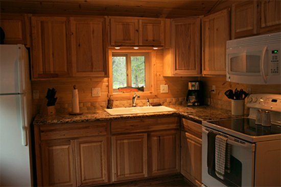 Columbia Falls, Μοντάνα: fully equipped kitchen, including a starter bag of coffee.